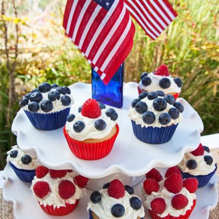 DessertCupcakeTower_WEB_MeghanbobPhoto